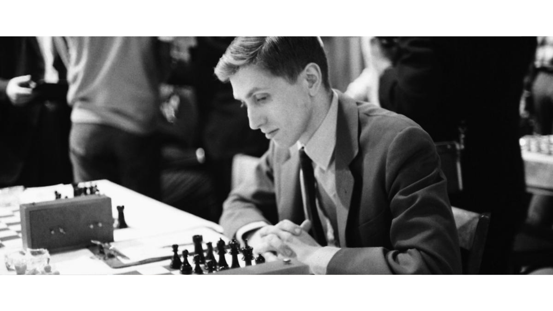 Satranç oynayan bir oyuncunun görseli.