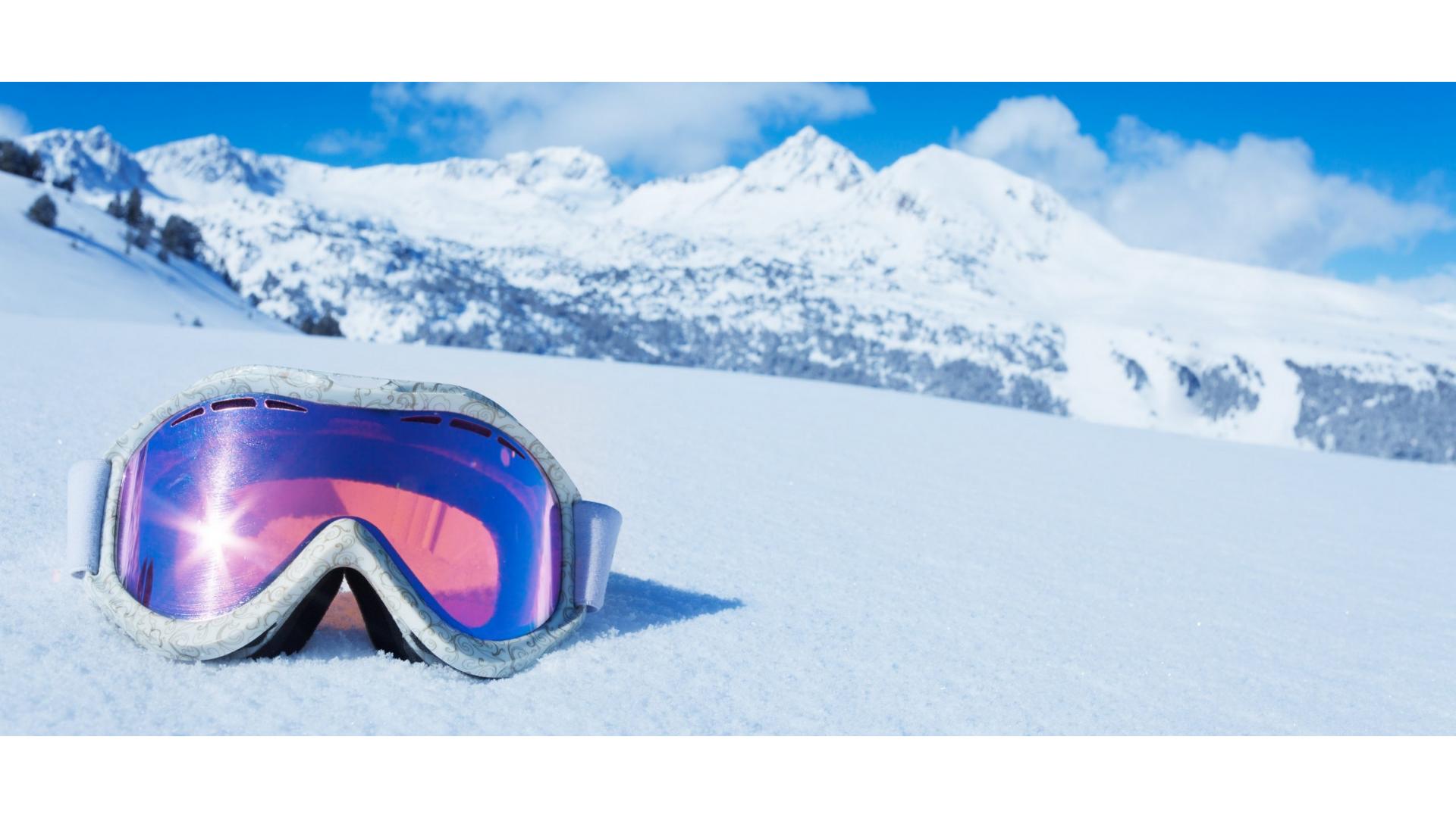 Kış sporları yaparken kullanılan kar gözlüğüne ait bir görsel.
