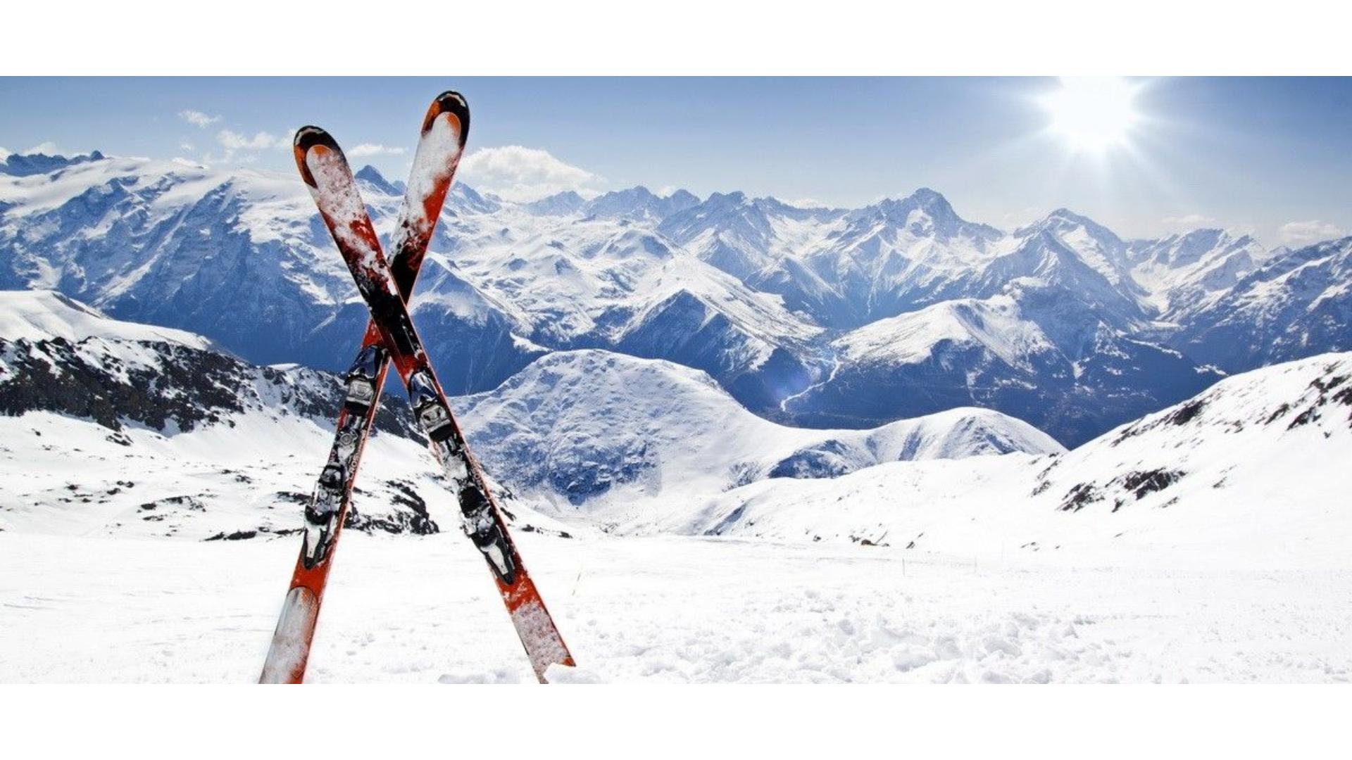 Kış sporları denince akla ilk gelen spor kayağa ait bir görsel.
