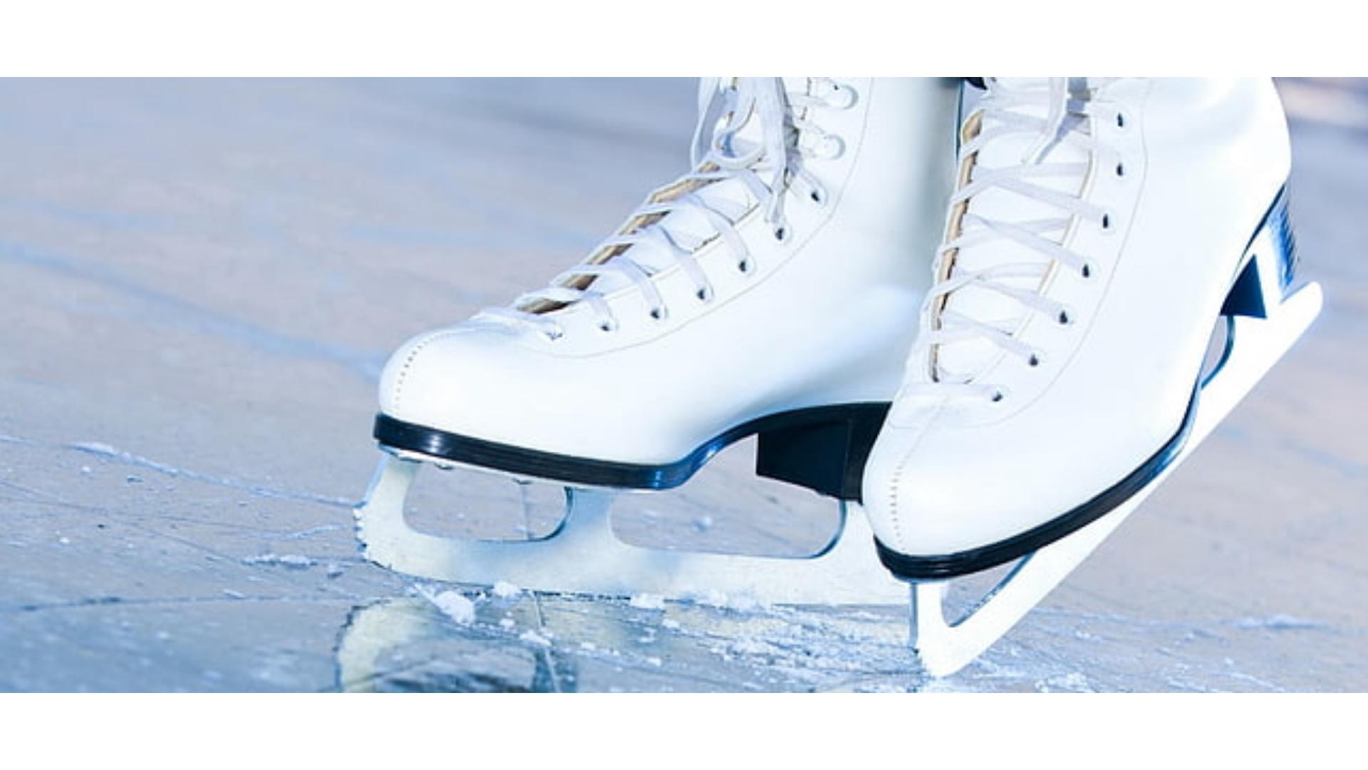 Buz pateni yaparken kullanılan ayakkabılara ait bir görsel.