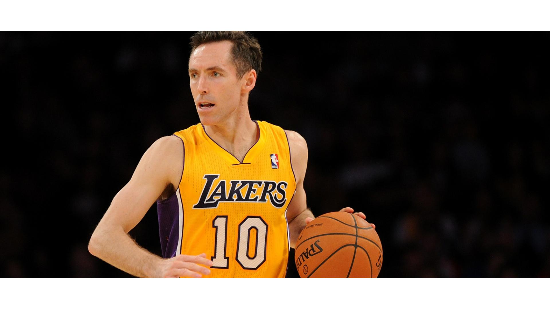 Lakers forması giyen steve nash görseli.