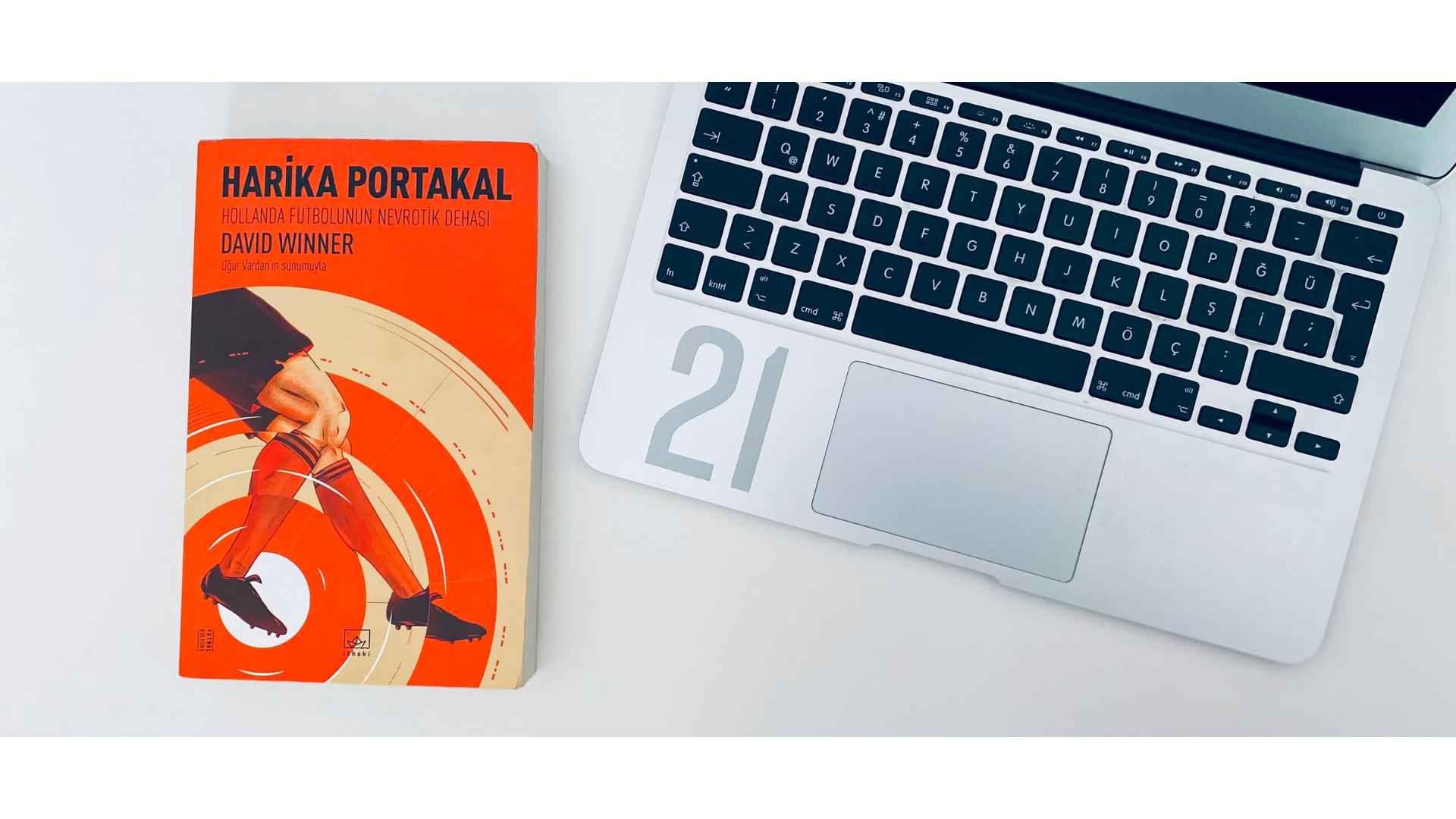 Harika portakal kitabının yukardan çekilmiş bir görseli.