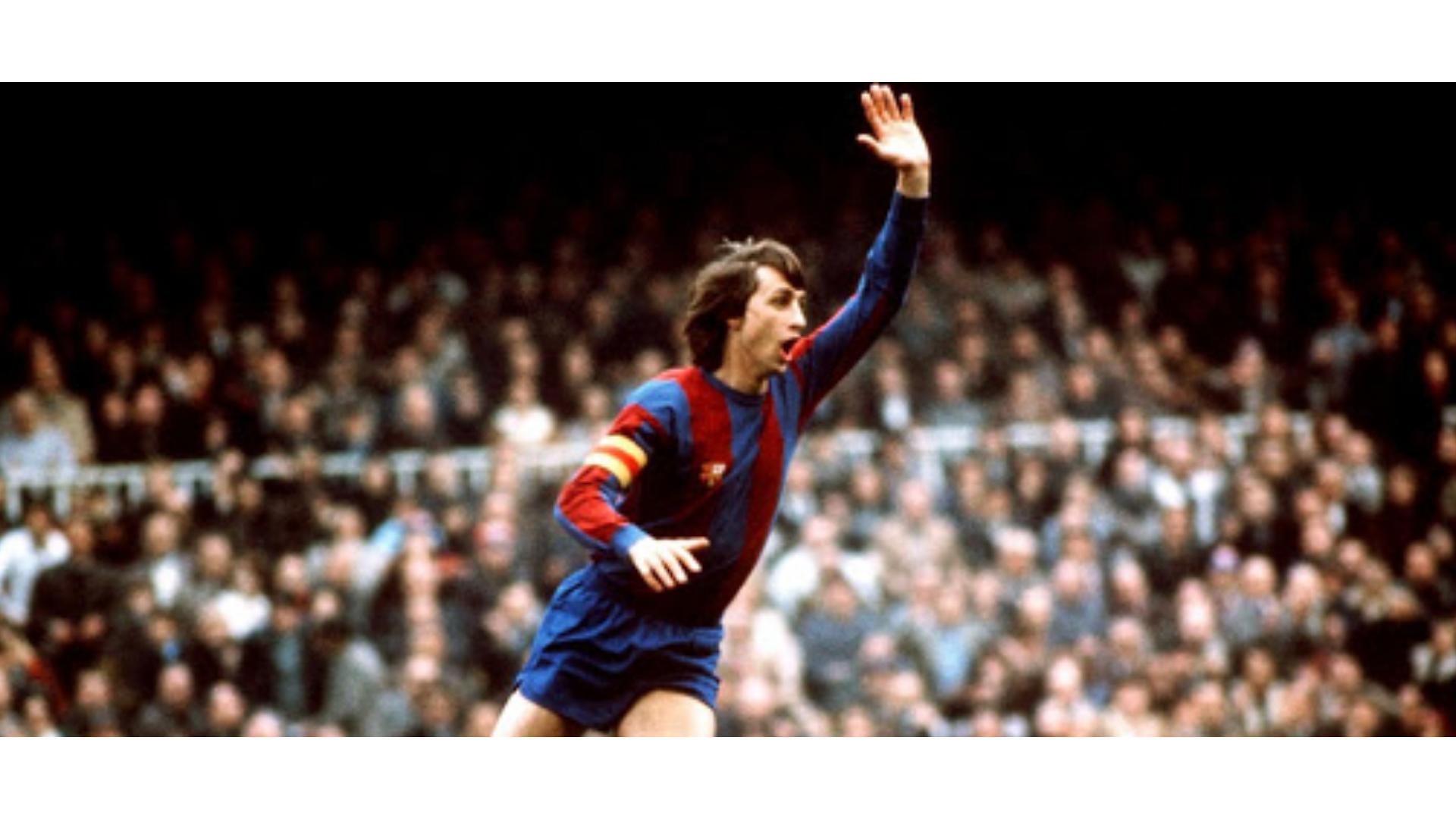 cruyff'ın barcelona forması giydiği zamanlardan bir görseli.